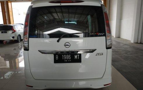 Jual mobil Nissan Serena Highway Star AT 2013 bekas di Jawa Barat
