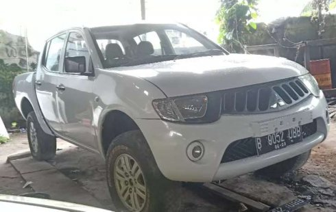 Mobil Mitsubishi Triton 2012 dijual, Kalimantan Timur