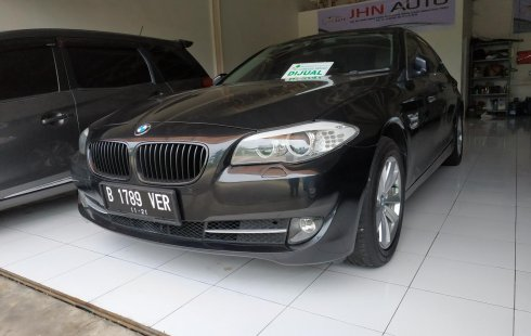 Dijual mobil BMW 5 Series 523i S10 Excecutive Sunroof AT 2010 bekas, Jawa Barat