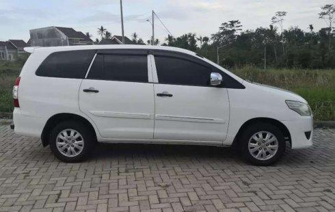 Jawa Timur, Toyota Kijang Innova E 2.0 2013 kondisi terawat