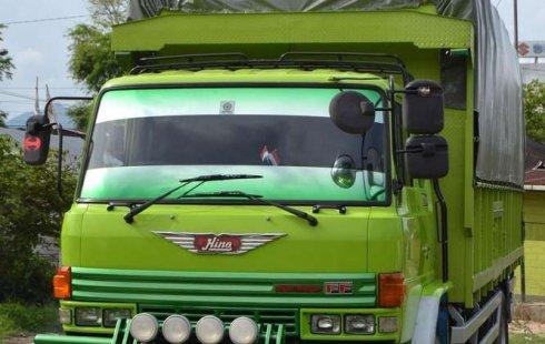 Mobil Hino Ranger 1998 terbaik di Sumatra Barat