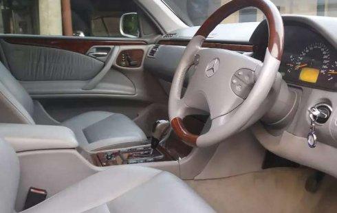 DKI Jakarta, Mercedes-Benz E-Class E 320 2003 kondisi terawat