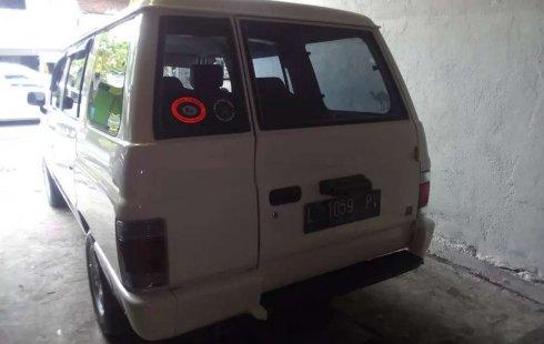 Jawa Timur, Isuzu Panther 2.5 2000 kondisi terawat