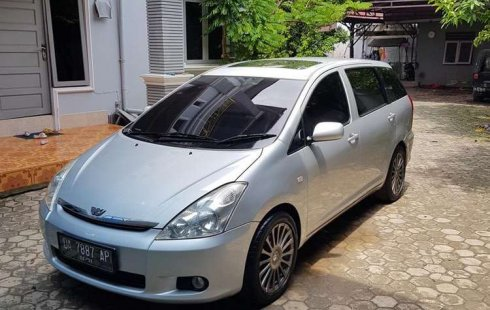 Kalimantan Selatan, Toyota Wish 1.8 MPV 2004 kondisi terawat