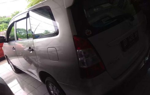 Sulawesi Selatan, Toyota Kijang Innova 2.0 G 2013 kondisi terawat