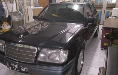 DKI Jakarta, Mercedes-Benz E-Class E 220 1996 kondisi terawat