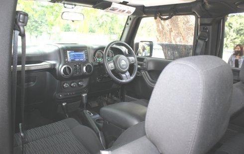 Jual cepat mobil Jeep Wrangler Rubicon 2012 di DKI Jakarta