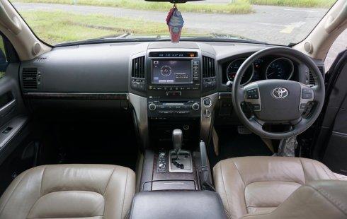 Mobil Toyota Land Cruiser 4.5 V8 UK Diesel 2011 dijual, Jawa Timur