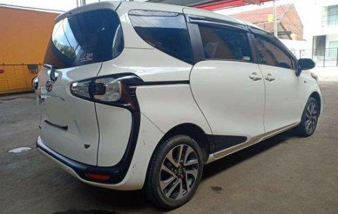 Jual Mobil Bekas Toyota Sienta V 2017 di Bekasi