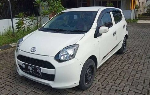 Mobil Daihatsu Ayla 2014 M terbaik di Jawa Tengah