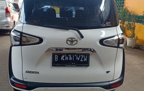 Dijual mobil Toyota Sienta V 2017 di Bekasi