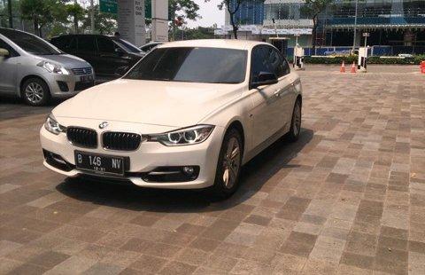 Dijual Mobil BMW 3 Series 320i 2015 Terawat di DKI Jakarta