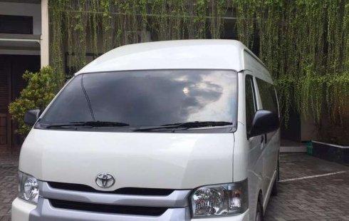 Jual cepat Toyota Hiace High Grade Commuter 2017 di Jawa Timur