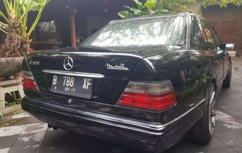 Jual cepat Mercedes-Benz E-Class E 320 1993 di Jawa Tengah