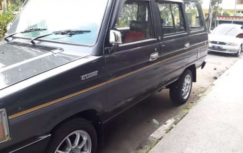 Mobil Toyota Kijang 1995 terbaik di Jawa Barat