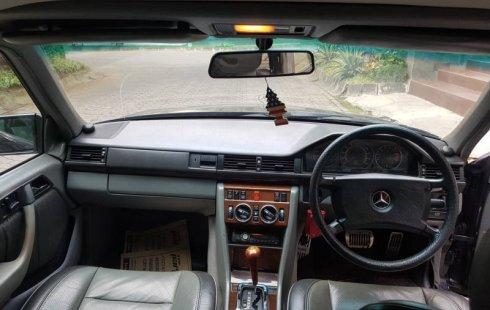 Dijual mobil Mercedes-Benz E-Class E 320 1990 bekas, DIY Yogyakarta