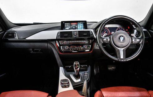 Jual Mobil Bekas BMW 3 Series 330i 2018 di Depok