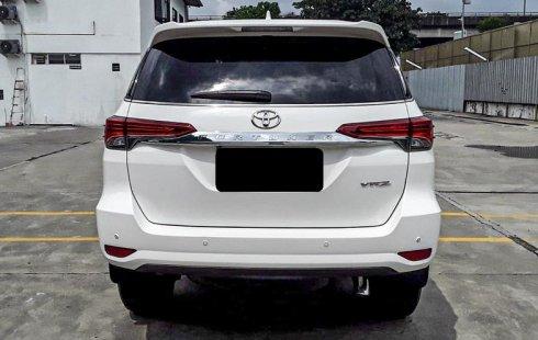 Dijual Mobil Toyota Fortuner VRZ 2016 di Depok