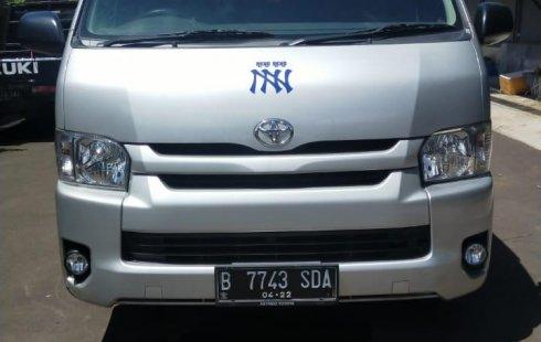Dijual Cepat Toyota Hiace High Grade Commuter 2017 di Bekasi