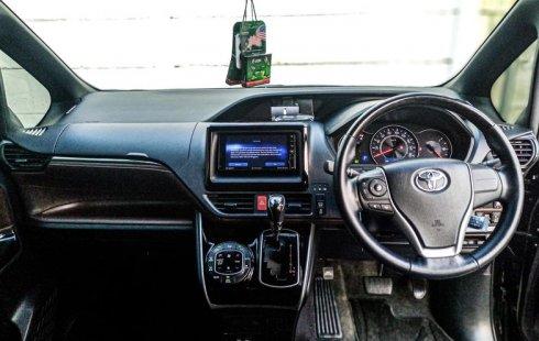 Jual Mobil Bekas Toyota Voxy 2017 di Depok