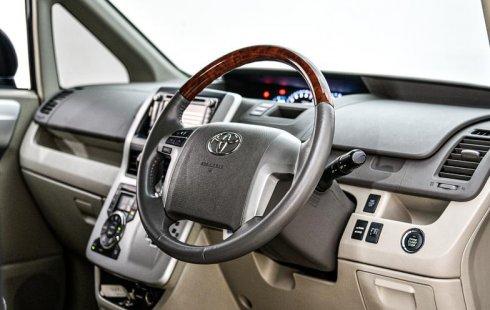 Jual Mobil Bekas Toyota NAV1 V 2013 di Depok