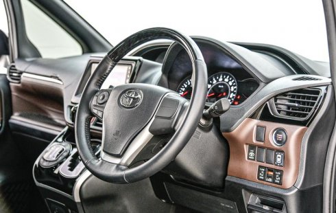 Jual Mobil Bekas Toyota Voxy 2018 di Depok