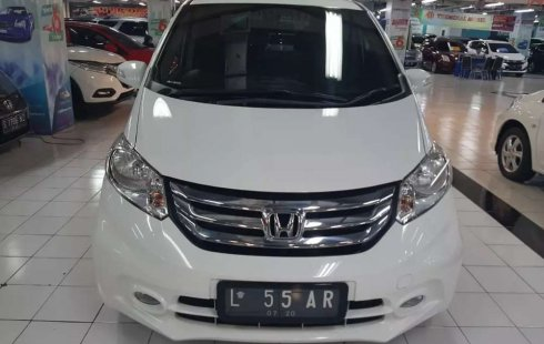 Jual mobil bekas murah Honda Freed 1.5 2015 di Jawa Timur