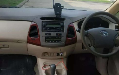 Jual Toyota Kijang Innova V 2004 harga murah di Jawa Barat
