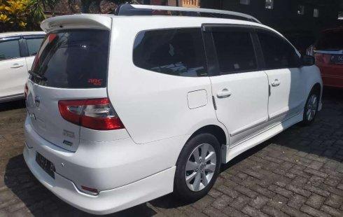 Mobil Nissan Grand Livina 2013 Highway Star dijual, Jawa Timur