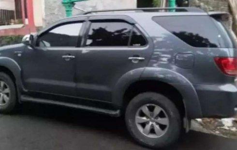 Jawa Barat, jual mobil Toyota Fortuner G Luxury 2005 dengan harga terjangkau