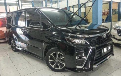 Jual Cepat Mobil Toyota Voxy 2018 di Depok