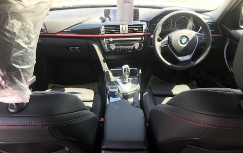 Jual Mobil BMW 3 Series 320i 2014 Jawa Timur