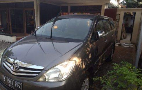 Dijual cepat Kijang Innova V 2.0 bensin AT 2010, DKI Jakarta
