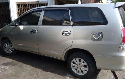Jawa Timur, Toyota Kijang Innova J 2010 kondisi terawat