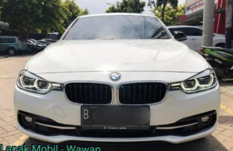 Dijual Cepat BMW 3 Series 320i 2017 di DKI Jakarta
