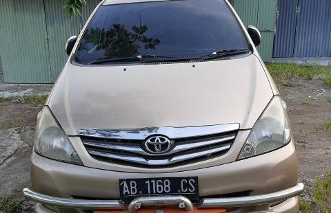Mobil Toyota Kijang Innova 2.4V 2005 dịual, Jawa Tengah