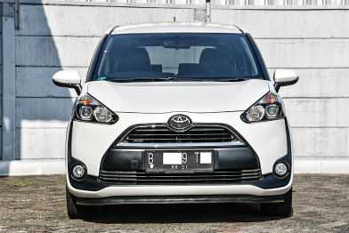 Toyota Sienta V AT 2016 Putih Pajak Sept'2021
