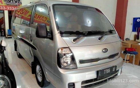 Mobil Kia Travello 2014 Option 2 terbaik di Jawa Timur