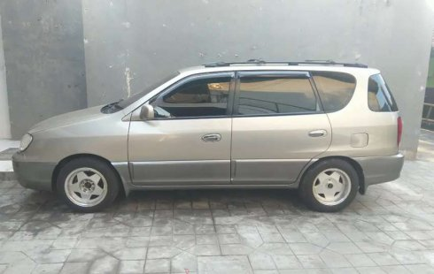 Mobil Kia Carens 2001 terbaik di Jawa Barat