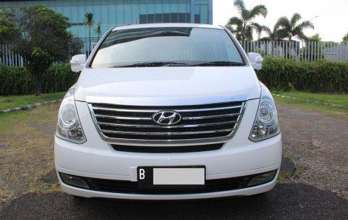 Hyundai H-1 Elegance bensin at 2012 Putih