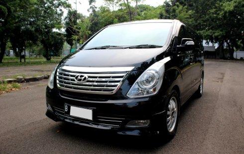 Hyundai H-1 XG at 2012 Hitam