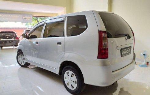 Jawa Timur, Daihatsu Xenia Xi 2004 kondisi terawat