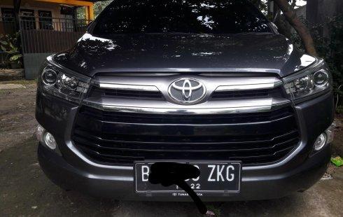 Toyota Kijang Innova V A/T Gasoline 2017 Abu-abu