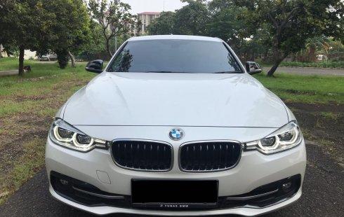 BMW 320i sport putih 2016
