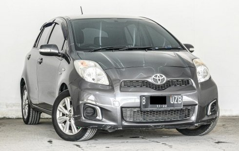 Toyota Yaris J AT 2012