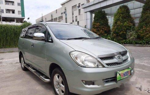 Jawa Timur, Toyota Kijang Innova E 2008 kondisi terawat