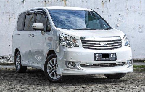 Toyota NAV1 V 2014