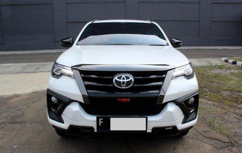 Toyota Fortuner 2.4 VRZ TRD AT Putih