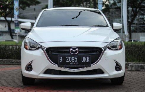 Mazda 2 R SkyActive 2017 AT Matic Putih mutiara Facelift Km Rendah Full Original!!!