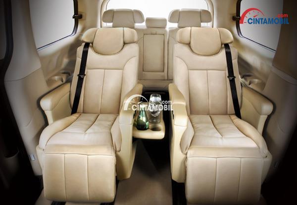 Gambar bagian kursi mobil Hyundai H1 2017 berwarna coklat